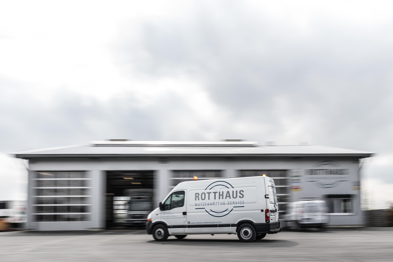 Bewegungsunschärfe auf dem Gelände der Rotthaus Nutzfahrzeug Service GmbH. Werbeshooting durchgeführt von der Werbeagentur Medien Formen Werte aus Münster