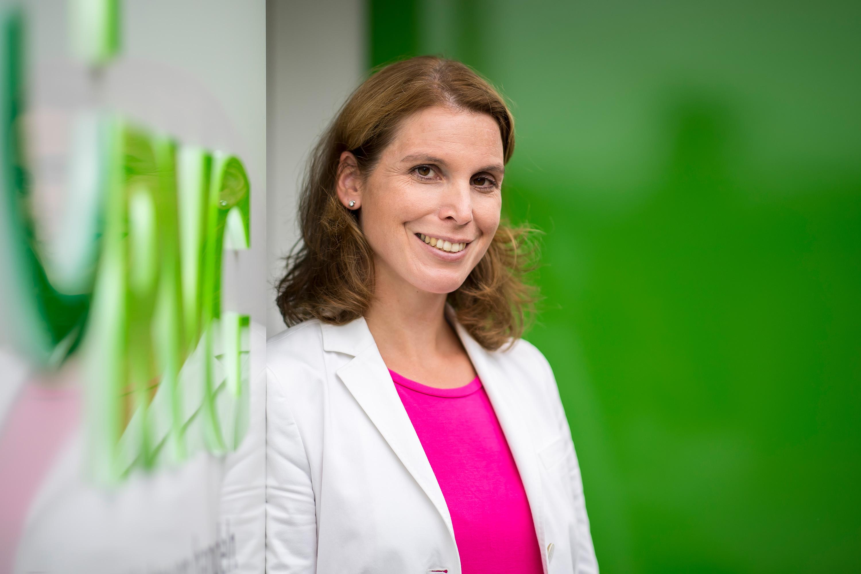Mitarbeiterin der RVG für ein Werbefotoshooting durchgeführt von der Werbeagentur Medien Formen Werte aus Münster