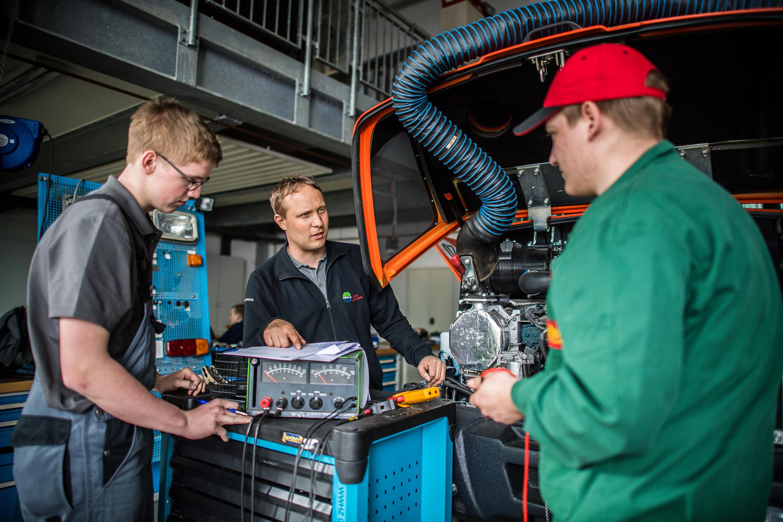 Mitarbeiter bei einem Werbeshooting für DEULA, durchgeführt durch die Werbeagentur Medien Formen Werte aus Münster